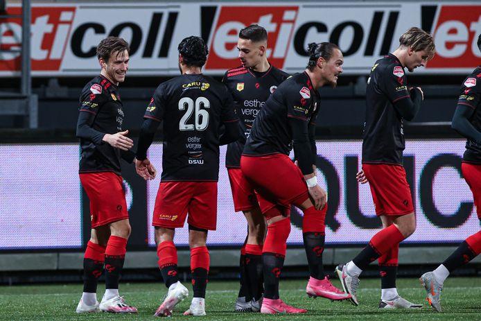 Excelsior viert de goal van Reuven Niemeijer.
