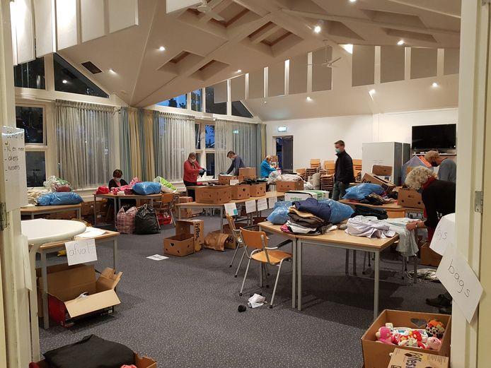 De 'Winterinzameling voor Lesbos' in Heerde loopt zo goed, dat de initiatiefnemers besloten om de actie tijdelijk te stoppen. Anders wordt het te veel om op het Griekse vluchtelingeneiland te verwerken.