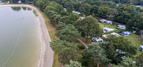 Is gemeentelijke grond voor een prikkie verkocht aan vakantiepark De Bergen?