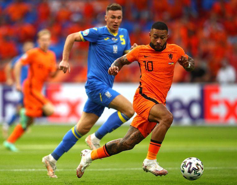 Memphis Depay afgelopen zondag in actie tegen Oekraïne, donderdag speelt hij met Oranje het tweede EK-duel tegen Oostenrijk. Beeld UEFA via Getty Images