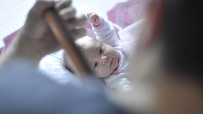 """Mama bevalt van reuzenbaby: """"Stop met persen of je bekken zal breken"""""""