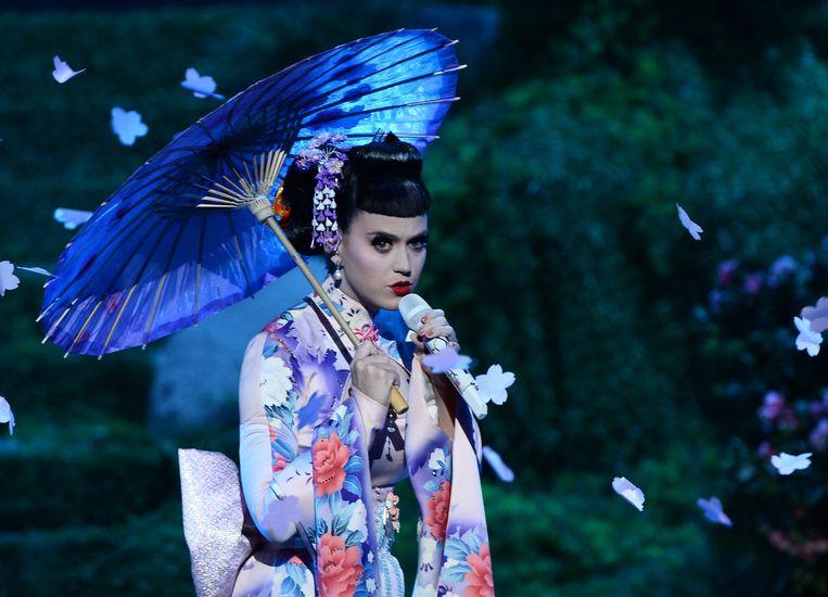 Katy Perry als geisha; haar verkleedpartijen leveren haar flink wat kritiek op. Beeld Photo News