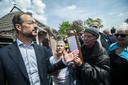 Minister Wiebes en ministerOllongren bezoeken Westerwijtwerdin 2019  na een zware aardbeving van gisteren. Ze werden opgewacht door boze en verontruste bewoners. In het dorpshuis spraken de ministers met enkele bewoners.