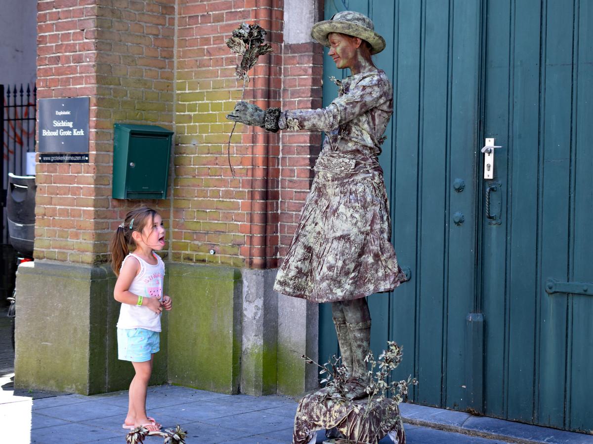 De levende standbeelden oogsten vorig jaar veel bewondering in Terneuzen