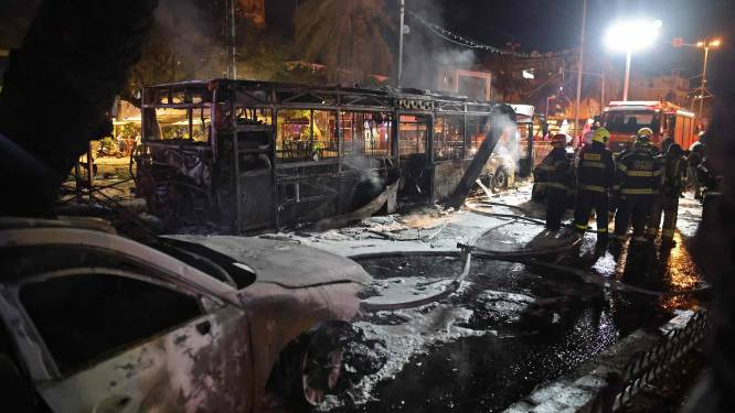 "Hamas: ""130 raketten afgevuurd"", drie doden in Tel Aviv nadat Israël flatgebouw in Gaza bombardeert"