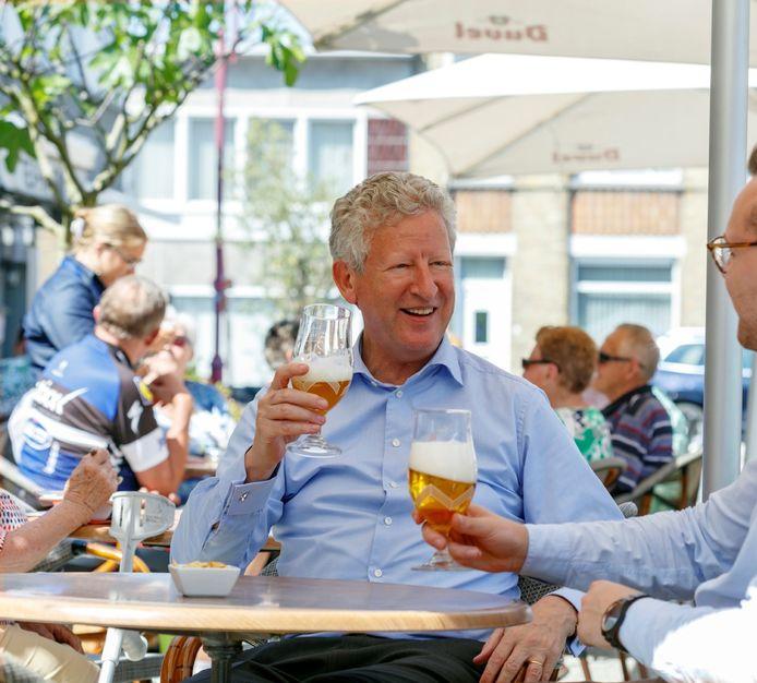Ook Pieter De Crem snakt naar een glas op zijn geliefde Markt in Aalter. Maar voor hem is 1 mei te vroeg.