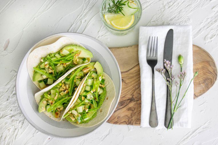 Tortilla's met groene groenten en esfenaj. Beeld