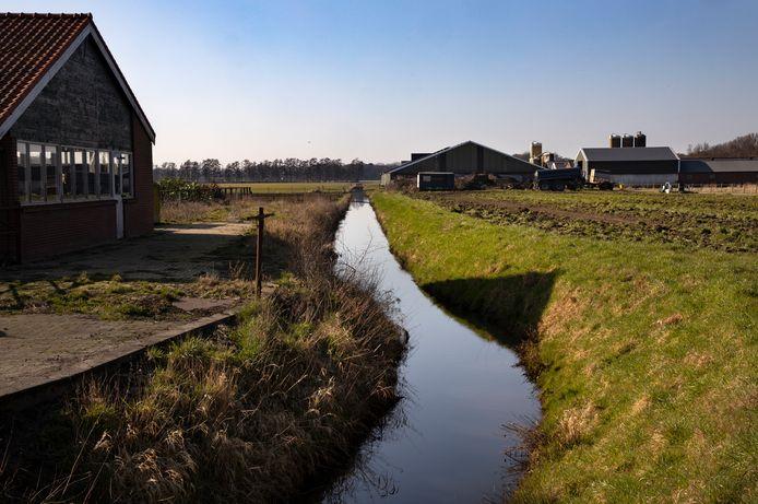 De Beekerloop in Asten wordt verbreed en er  komen stuwen en duikers zodat er meer water door de loop kan en het sneller wegstroomt. Daarnaast komen er vispassages.