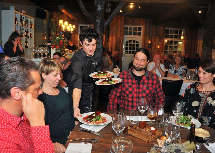 Restaurant 't Wevershuisje straalt een gezellige en ongedwongen sfeer uit.