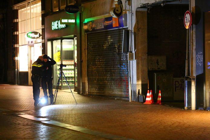 De politie doet in de Burchtstraat onderzoek naar de schietpartij na een ruzie in Extase.