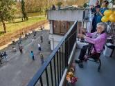 Osse mevrouw Kuijpers (100) op verjaardag verrast met serenade: 'Ik lijk wel de koningin'