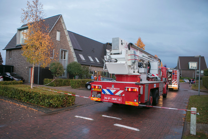 De brandweer heeft het brandje op de zolder geblust.