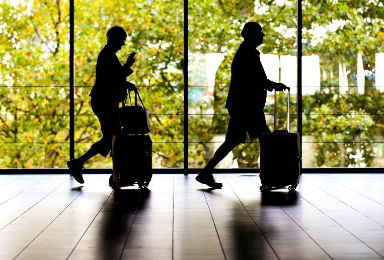 Reizigers in de vertrekhal op Schiphol. Beeld Hollandse Hoogte /  ANP