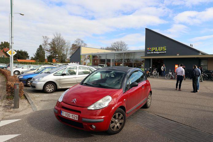 Ondanks de Belgische lockdown genoeg Vlaamse klanten voor de Plus-supermarkt in Luyksgestel.