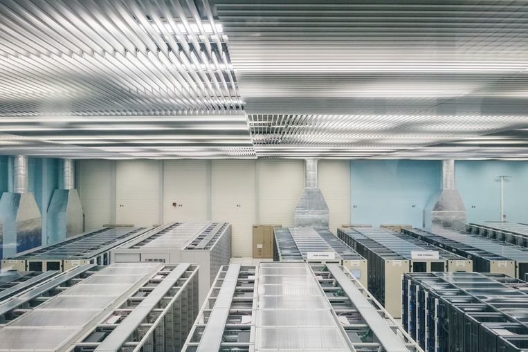Het datacenter is misschien wel het kloppend hart van het CERN. Zonder opslag van alle gegevens is onderzoek onmogelijk.  Beeld Wouter Van Vooren