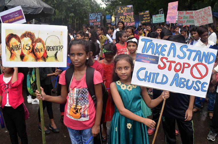 KInderen demonstreren in India tegen kinderarbeid. Beeld NurPhoto via Getty Images