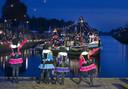 Aankomst van de boot bij de brug in Vriezenveen.