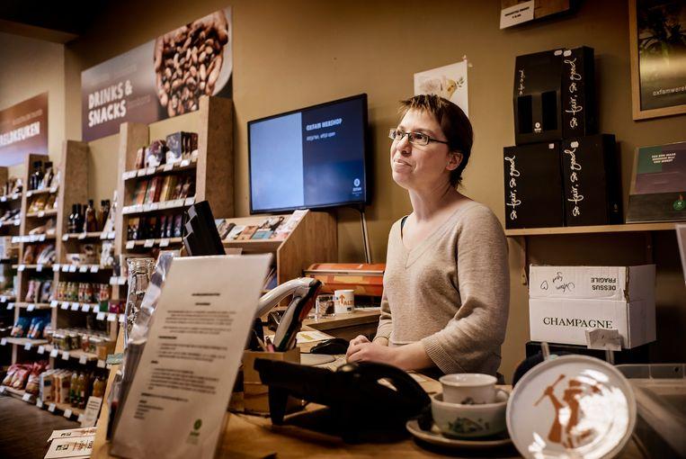 Els Callewier werkt zo'n zes uur per week voor de Oxfam Wereldwinkel. Beeld Eric de Mildt