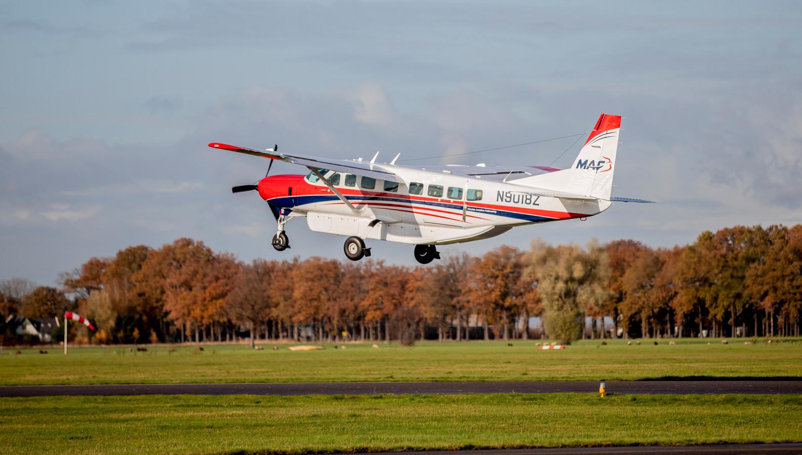 Een vliegtuig op vliegveld Teuge.