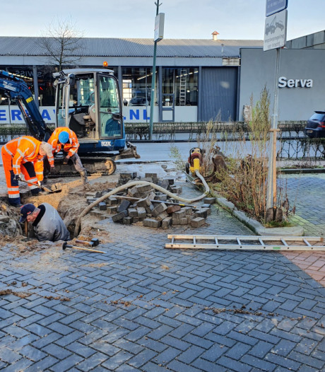 Gesprongen leiding Amsterdamseweg; reparatie nog zeker de hele middag bezig