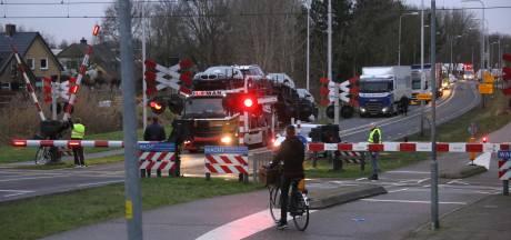 Grote verkeerschaos door urenlange storing spoorwegovergang Nijkerk