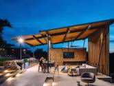 Paradijselijke buitenwoonkamer bij eenvoudige en toch luxe villa