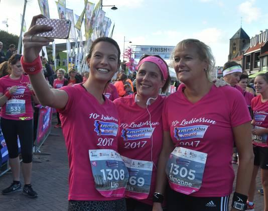 Een selfie ter ere van de tiende Ladiesrun.