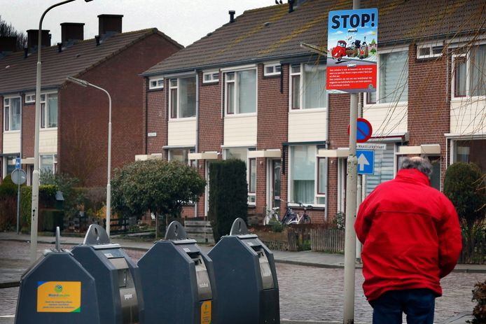 De ondergrondse containers van Waardlanden (hier op archiefbeeld) worden afgesloten. Inwoners krijgen pasjes om ze te openen.