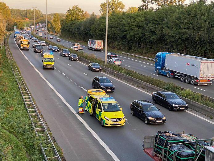 Erpe-Mere: Door het ongeval is het al aanschuiven van Wetteren.