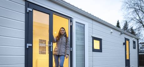 Lucia (24) kraakte standplaats en is nu de koning te rijk in haar woonwagen: 'In een huis ben ik niet gelukkig'