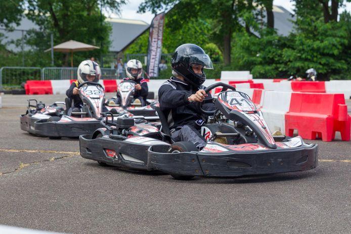 Vijftig jongeren konden zondag over een pop-up kartbaan in Sterksel hun rondjes rijden.