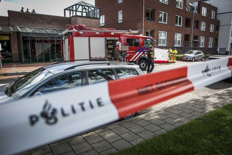 De politie doet onderzoek na het schietincident in Beuningen, 2020. Het slachtoffer overleed in het ziekenhuis. Beeld ANP
