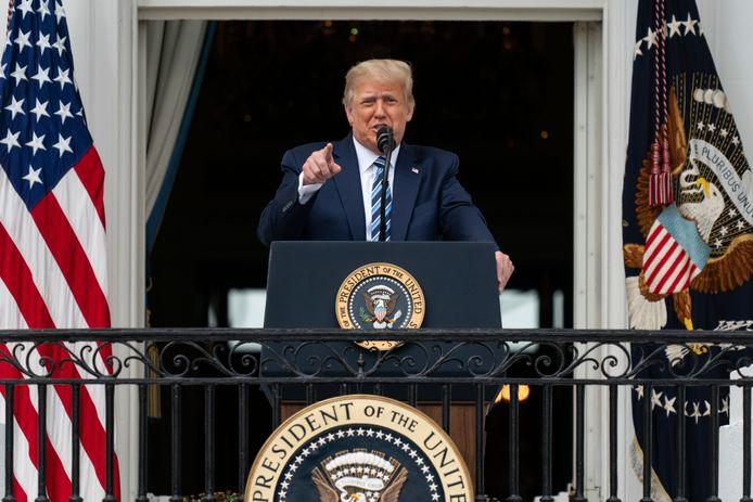 Trump tijdens zijn toespraak vanaf het balkon van de Blue Room.