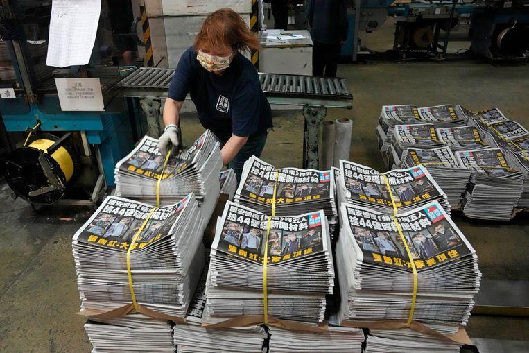 De uitgever van de Apple Daily zegt te moeten stoppen 'vanwege de huidige omstandigheden die heersen in Hongkong'. Beeld AP