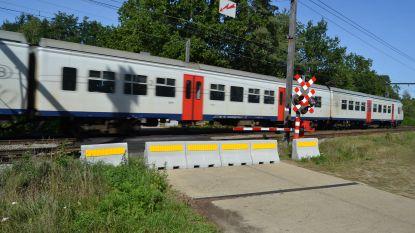 """Overweg aan Opperstraat en Oudenstokstraat in augustus afgesloten: """"Nu zijn er dagelijks spoorlopers"""""""