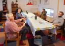 De koffie-ochtenden in het Huis van de Wijk in Oss. Links vrijwilligster Diny van Bakel.