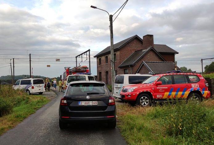 Aan de overweg van de Krommestraat in Anzegem kwam een jongeman onder een trein terecht. Hij overleefde de klap niet.