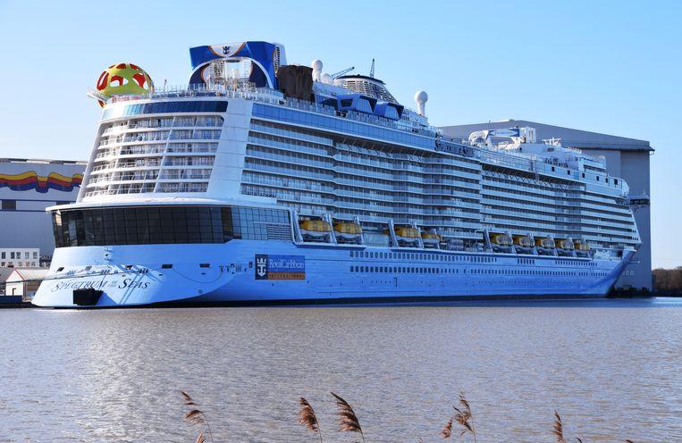 Het immense cuiseschip Spectrum of the Seas heeft plaats voor maximum 4.905 reizigers.