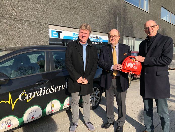 Bedrijfsleiders Jan Francx, Paul Vanden Brempt en Walter Willems met de faumeuze hartstarter.