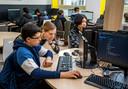 Op het Lyceum Kralingen krijgen leerlingen codeerles.
