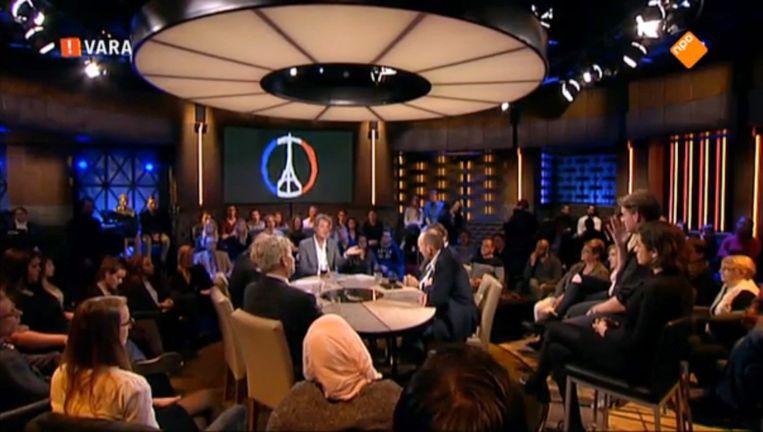 Zaterdagavond was er vanwege de gebeurtenissen in Parijs een extra ingelaste uitzending van Pauw Beeld Screenshot NPO