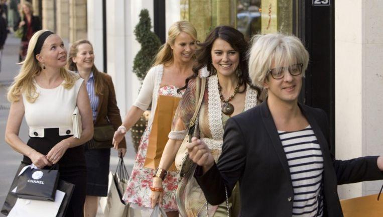 Van links naar rechts: Claire (Tjitske Reidinga), Roelien (Lies Visschendijk), Cheryl (Linda de Mol), Anouk (Susan Visser) en Yari (Alex Klaassen). Beeld