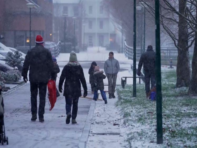 Kinderen genieten van de sneeuw in Houten