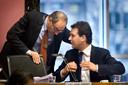 2007: raadsvergadering in de Stopera. Lodewijk Asscher in gesprek met burgemeester Job Cohen.