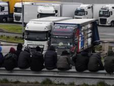Tien onderkoelde migranten, onder wie twee jonge kinderen uit truck Calais gehaald