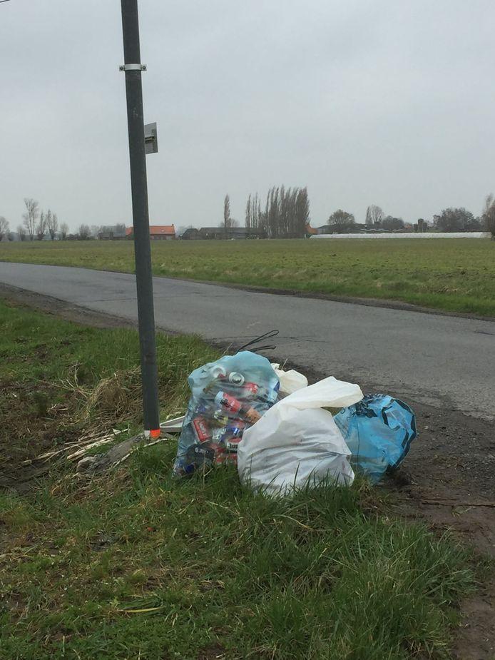 De gemeente Vleteren roept verenigingen op om alle wegbermen in Vleteren een opruimbeurt te geven tijdens de zwerfvuilactie.