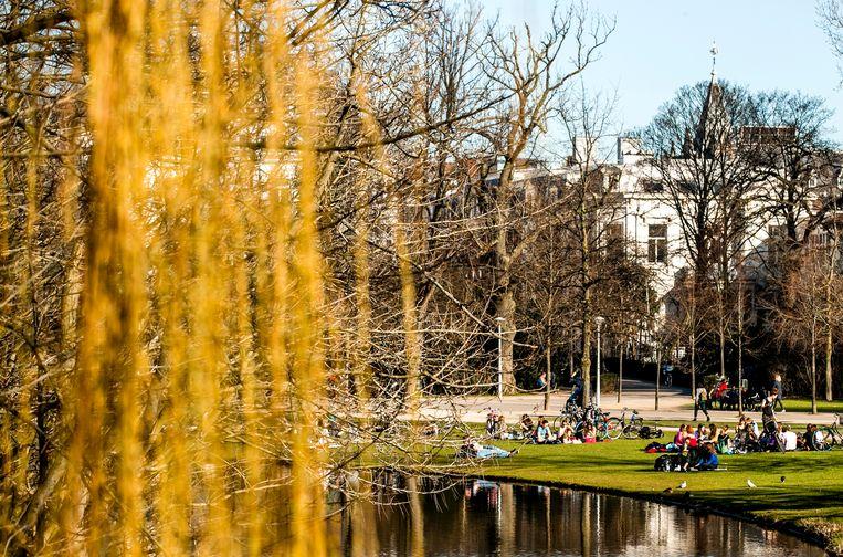 Ook in februari 2019 was het mooi weer en trok men erop uit naar de parken.  Beeld Hollandse Hoogte /  ANP