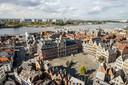 De Grote Markt in Antwerpen, gezien vanop de kathedraal.