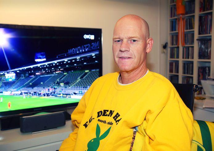 Jacco van Leeuwen, voorzitter van SV Haagsche Bluf, schuift straks aan als ADO met potentiële kopers onderhandelt.