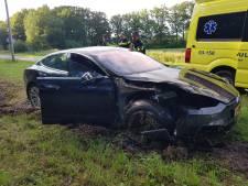 Automobilist gewond bij ongeluk in De Wijk